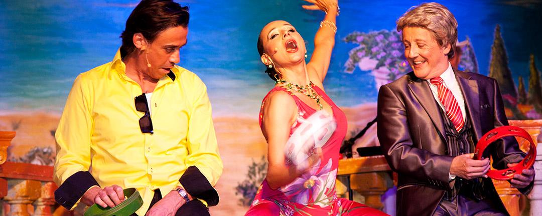 La Famiglia – Die musikalische Dinner-Komödie mit Pascale Camele, Santiago Ziesmer und Claudio Maniscalco